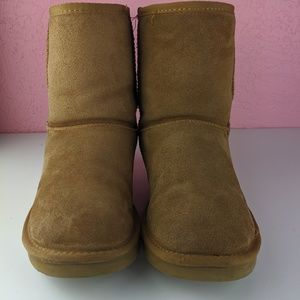Ugg brown short suede boots size w7